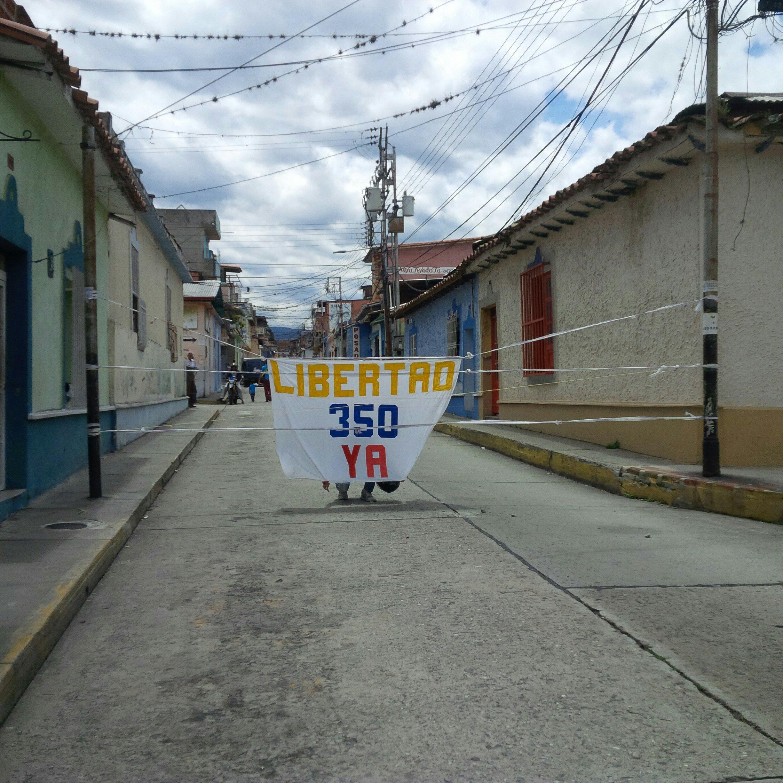Decenas de ciudadanos han sido detenidos por ejercer su derecho a la protestas establecido en la Constitución nacional (Foto Prensa ODH-ULA)
