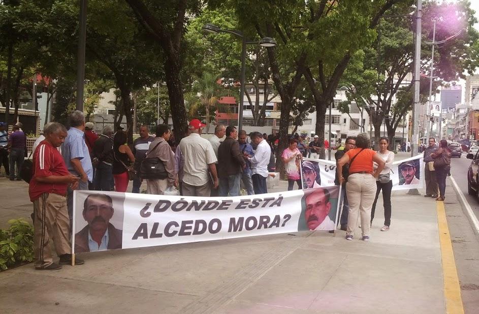 El 27 de febrero de 2015 Alcedo Mora Márquez desapareció tras sostener una reunión con el secretario de la Gobernación de Mérida. Dos días después también desaparecieron Jesús y Eliécer Vergel, quienes trabajaban con Mora.